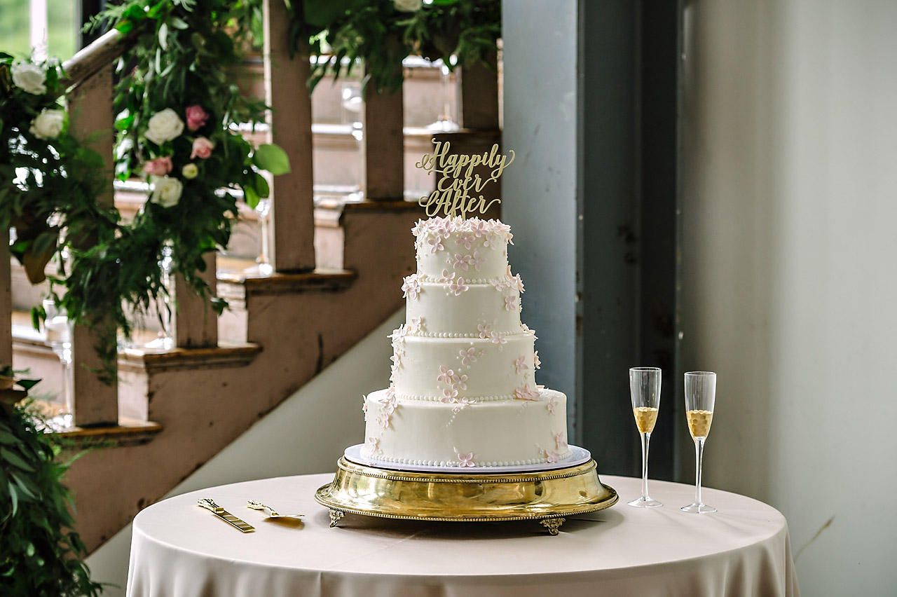 wedding cake at 701 whaley by parkland cakes